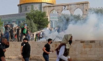 إصابة-أكثر-من-215-فلسطينياً-خلال-اقتحام-قوات-الاحتلال-المسجد-الأقصى