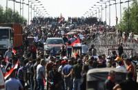 تظاهرات-وسط-بغداد-ومحتجون-يغلقون-مقر-محافظة-الديوانية