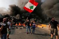 متظاهرون-يقطعون-الطرق-بلبنان..-والحريري:-لا-يمكن-عزل-سلامة