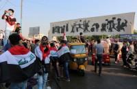 مجهولون-يطعنون-12-متظاهرا-وسط-بغداد