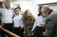 توجيه-12-تهمة-لعهد-التميمي-وتمديد-اعتقالها-ووالدتها
