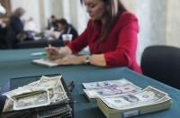 الدولار-يتجاهل-تدخل-الرئيس-الأمريكي-ويواصل-التراجع