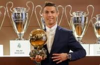رونالدو-يتوج-بجائزة-الكرة-الذهبية-للمرة-الرابعة-بتاريخه