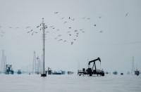 النفط-يقفز-3-بالمئة-رغم-استمرار-مخاوف-تخمة-المعروض