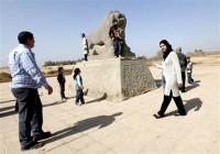 عمّال-عراقيّون-يبدأون-تنظيف-آثار-بابل-تمهيداً-لإدخالها-إلى-اللائحة-العالميّة