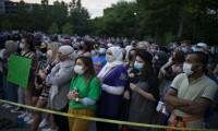 آلاف-ينظمون-مسيرة-دعما-لأسرة-مسلمة-لقيت-حتفها-دهسا-بشاحنة-في-كندا