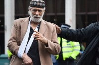 مؤذن-مسجد-لندن-بعد-طعنه:-سامحت-مَن-هاجمني