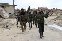 معارضون-مسلحون-يدربون-مقاتلين-جددا-بأحياء-حلب-المهددة-بالحصار