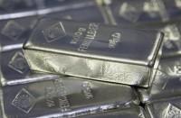 الفضة-تتراجع-من-أعلى-مستوى-في-11-شهرا-مع-تعافي-الدولار