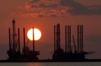 النفط-يقفز-5%-بعد-هبوط-مفاجئ-في-مخزونات-الخام-الأمريكية