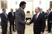 أمير-قطر-يتسلم-من-بوتين-راية-رمزية-لتنظيم-كأس-العالم-2022