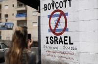 الاحتلال-الإسرائيلي-يواصل-سياسة-طرد-النشطاء-المناهضين-له
