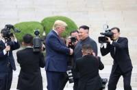 عراك-عنيف-بين-حراسات-جونغ-أون-وصحفيي-ترامب