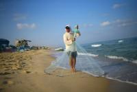 رسالة-في-زجاجة-من-جزيرة-رودس-اليونانية-إلى-شاطئ-غزة