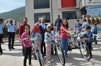 بلدية-تركية-توزع-هدايا-مسابقة-صلاة-الفجر-على-520-طفلا
